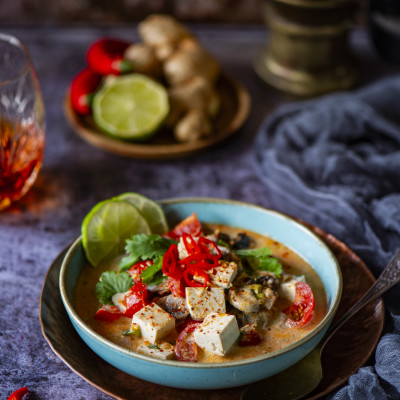 Tom Yum supp seente, tomati ja tofuga
