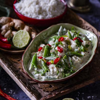Roheline karri kala, kookospiima ja suhkruhernestega